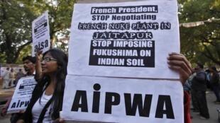 Manifestation à New Delhi, le 14 février 2013, contre la construction d'une centrale nucléaire française à Jaitapur, dans le Maharashtra, un Etat de l'ouest de l'Inde.