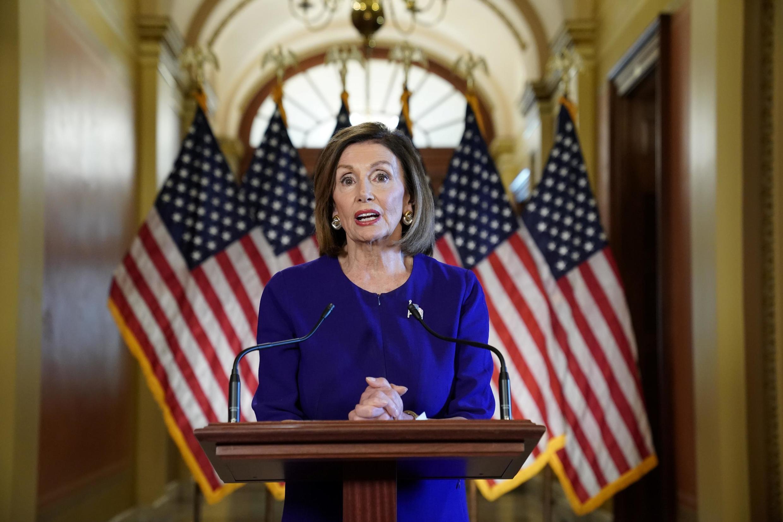 نانسی پلوسی، رئیس مجلس نمایندگان آمریکا عصر سهشنبه ٢ مهر/ ٢٤ سپتامبر ٢٠۱٩، آغاز رسمی تحقیقات در خصوص استیضاح دونالد ترامپ رئیس جمهوری آمریکا را اعلام کرد.