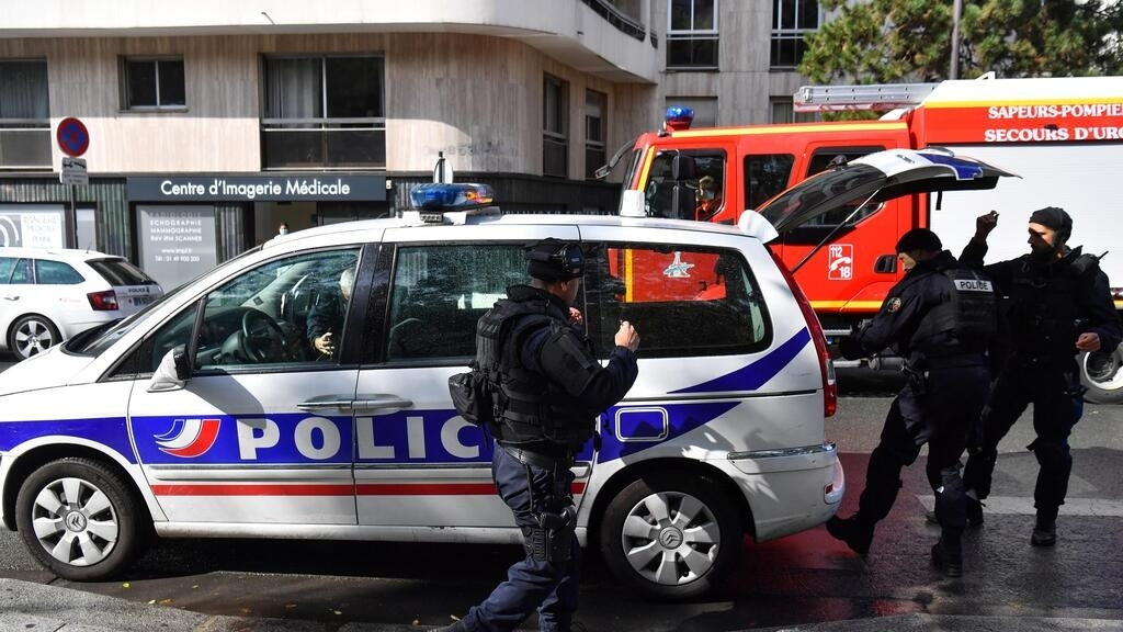Second suspect arrested after knife attack near former Charlie Hebdo offices [Updates]