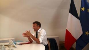 Emmanuel Macron au fort de Brégançon lors du conseil de défense tenu ce mardi 11 août.