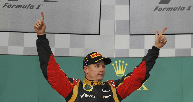 Kimi Raikkonen celebra su victoria, este 17 de marzo de 2013 en Melbourne, Australia.