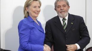 Hillary Clinton y Lula da Silva en la reunión en Brasilia, 3 de marzo de 2010.