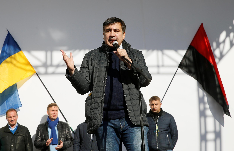 """Экс-президент Грузии и лидер партии """"Рух новых сил"""" Михаил Саакашвили на митинге против президента Порошенко. 22 октября 2017"""