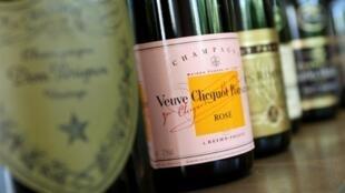 Le Veuve Clicquot serait le plus vieux champagne encore buvable dans le monde. La France est toujours réputée pour ses boissons, notamment les vins et spiritueux.