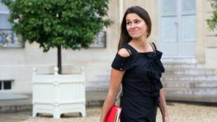 Aurélie Filippetti, ministre de la Culture et de la Communication reçoit, lundi 13 mai 2013, le rapport  Lescure.