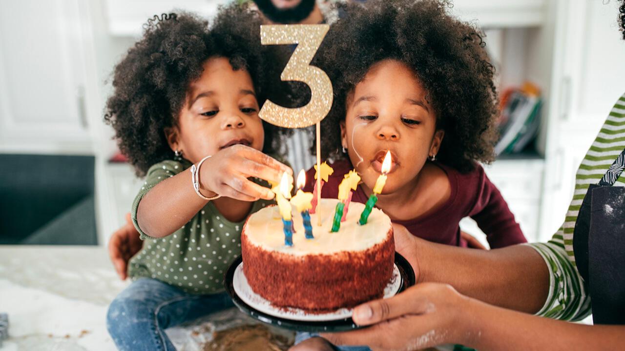 Jumeaux, triplés, quadruplés… Attendre plusieurs bébés simultanément reste rare. Néanmoins les grossesses multiples sont de plus en plus fréquentes.