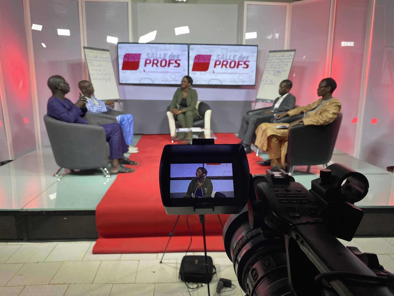 «Salle des profs» est enregistrée tous les jours pour être diffusée le lendemain sur la première chaîne du pays.