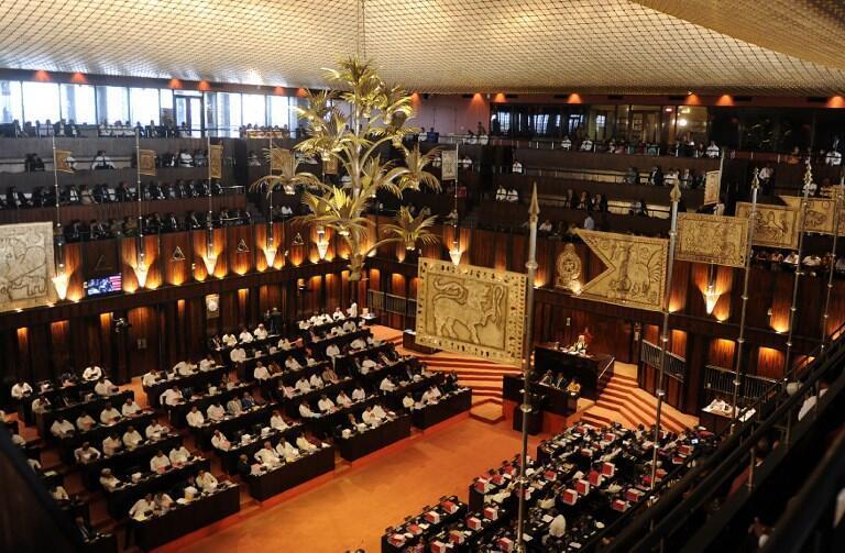 La dissolution du Parlement sri lankais voulue par le président Sirisena a finalement été annulée par la Cour suprême de l'île.