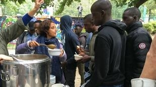Agathe Nadimi (centre), founder of the Midis du Mie collective that provides lunch to unacompanied minors in Paris