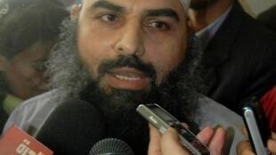 Oussama Hassan Moustafa Nasr, alias Abou Omar, s'adresse à la presse le 22 février 2007 à Alexandrie. Le 17 février 2003, il avait été enlevé par un commando de la CIA à Milan, et ramené en Egypte, son pays d'origine.