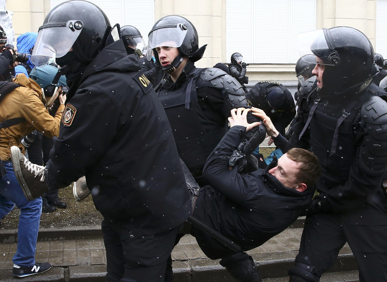 Les forces de l'ordre ont procédé à de nombreuses arrestations dans les rangs des manifestants et de l'opposition ce samedi 25 mars 2017 alors que l'opposition