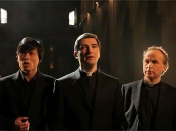 """Фрагмент официального клипа трио """"Священники"""" (сайт Universal Music France)"""