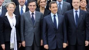 Em primeiro plano, Michèle Alliot-Marie, François Fillon et Nicolas Sarkozy.