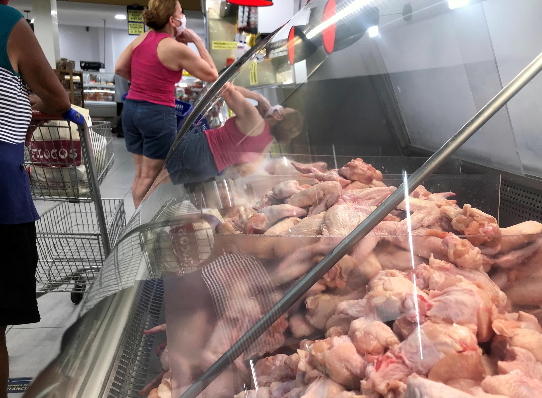 China afirmou na quinta-feira (13) ter detectado coronavírus em frango importado do Brasil.