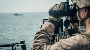 دولت ایالات متحده آمریکا از مقامات برخی کشورهای دیگر برای پیوستن به ائتلاف دریایی در تنگه هرمز دعوت کرده است اما هنوز تردیدهایی در خصوص مشارکت برخی کشورها در این ائتلاف دریایی وجود دارد.