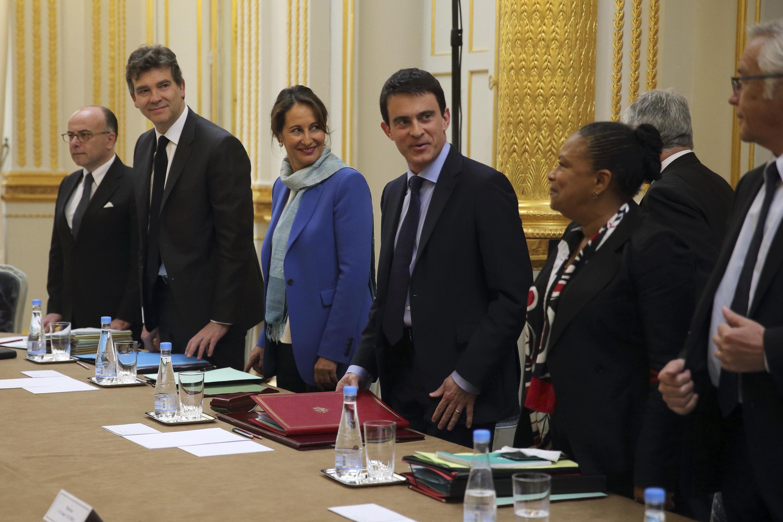 Manuel Valls (C) with ministers (L-R) Bernard Cazeneuve, Arnaud Montebourg, Ségolène Royal, Valls, Christiane Taubira and François Rebsamen
