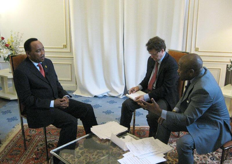 Le président Issoufou en compagnie de Christophe Boisbouvier (RFI) et Alain Foka (RFI), le 27 mai 2011 à Deauville.