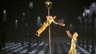 """""""El Principito"""" se presenta en el teatro Folies Bergère de París."""