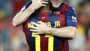 Barcelona goleia Leon com gols de Neymar e Messi.