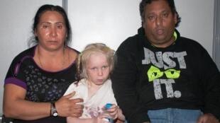 """A imprensa grega lhe chama o """"anjo louro"""", já que o teste de DNA mostrou que a menina não é filha biológica do casal cigano."""