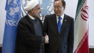 Le secrétaire général de l'ONU Ban Ki-moon (d) et le président iranien Hassan Rohani, à New York, le 26 septembre 2013.