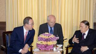 Une image publiée par l'Algérie Presse Service montre le président algérien Abdelaziz Bouteflika avec le secrétaire général de l'ONU Ban Ki-moon, à Alger le 6 mars 2016.