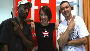 Jim Fortuné, Jeanne Cherhal et Alex au studio RFI, installé au conservatoire de St Pierre.