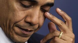 Obama chora durante o discurso após o massacre em Newtown