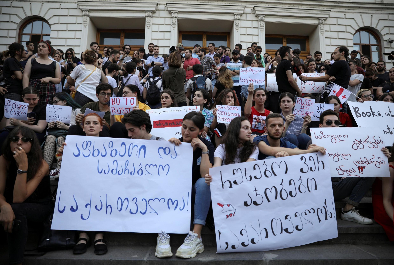 Протестующие в Тбилиси 21 июня 2019