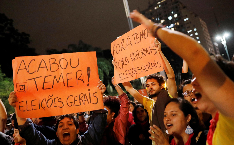 A Sao Paulo, des manifestants réclament la démission du président Michel Tremer après les révélations de O Globo, le 17 mai 2017.