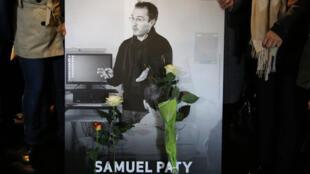 O professor de História Samuel Paty foi assassinado em 16 de outubro de 2020, depois de ter mostrado caricaturas do profeta Maomé durante uma aula sobre liberdade de expressão.