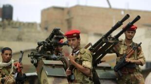 Wanajeshi wa Yemeni na vifaa vya kijeshi tayari kupambana
