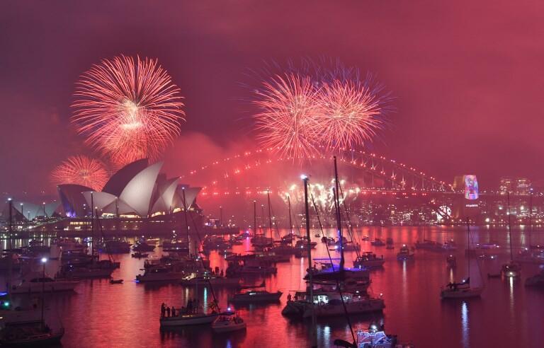 Màn pháo hoa chào đón năm mới trên cầu Harbour và nhà hát Opera ở Sydney, ngày 31/12/2018.