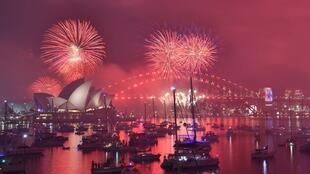 Sherehe za kuukaribisha mwaka mpya, katika Harbour Bridge pia Opera House huko Sydney Desember 31, 2018.