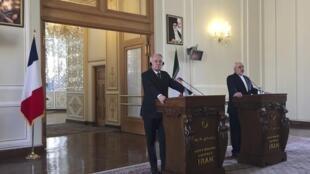 Le ministre français des Affaires étrangères Jean-Marc Ayrault (g.) et son homologue iranien Mohammad Javad Zarif à Téhéran, le 31 janvier 2017.