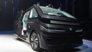 Le taxi autonome de la société Navya.
