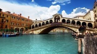 Ponte de Rialto, atração turística de Veneza
