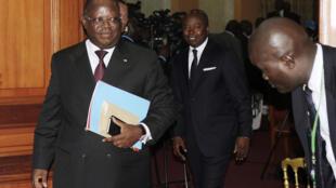 Emmanuel Issoze-Ngondet reste en place comme Premier ministre lors du remaniement ministériel de ce lundi 21 août 2017.