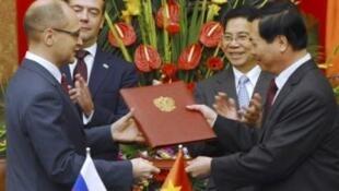 Церемония подписания документов о строительстве атомной станции во Вьетнаме