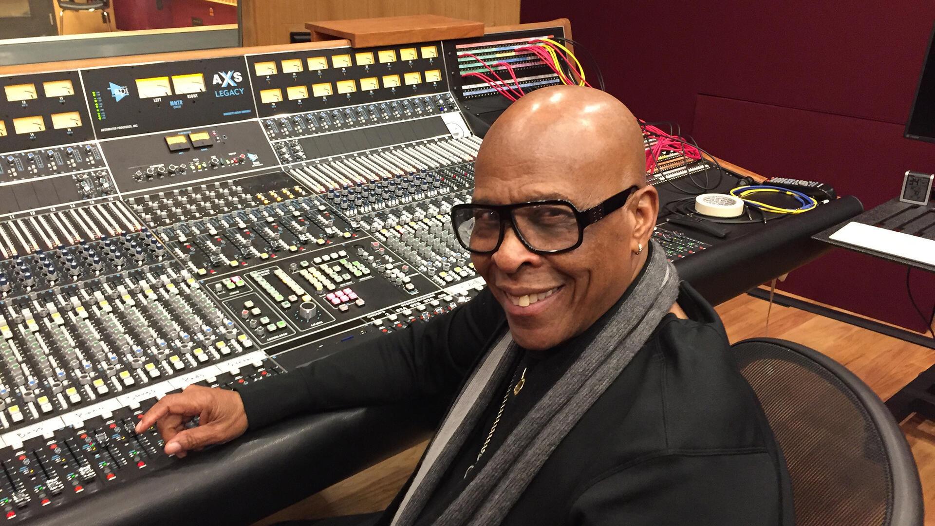 """David Porter dans l'un des studios de """"Made in Memphis Entertainment""""."""