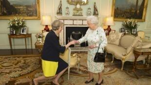Sarauniyar Ingila tare da Sabuwar Firaministan Birtaniya Theresa May a Fadar Buckingham a London