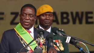 Emmerson Mnangagwa wakati wa hotuba yake baada ya kuapishwa, tarehe 24 Novemba 2017 katika uwanja wa mpira wa Harare.