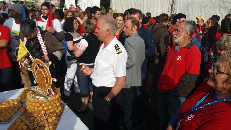 Капитана «Гермионы» Йанна Кариу встречали овациями и тортом. Накануне он отметил день рождения