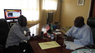 Ambassadeur du Nigeria au Liberia, James Dimka a droite et envoye special du rfi-Hausa AbdurRahman Gambo a Monrovia le 08-11-201