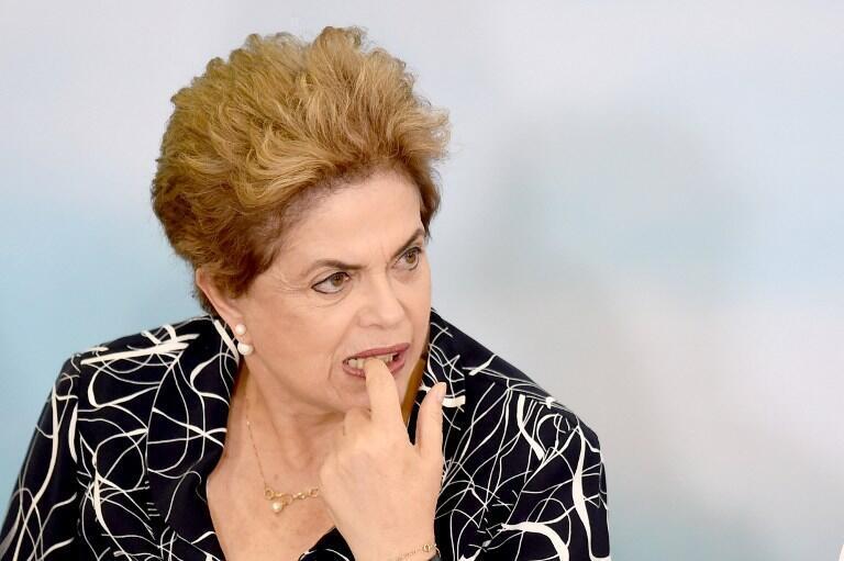 La présidente brésilienne Dilma Roussef, le 6 mai 2016, dans le palais de Planalto, à Brasilia.