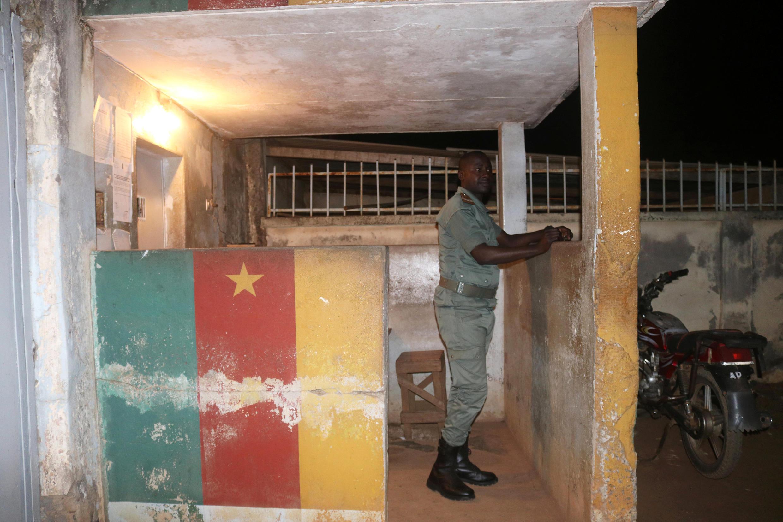 Un agent pénitentiaire de la prison centrale de Yaoundé en septembre 2017 (image d'illustration).