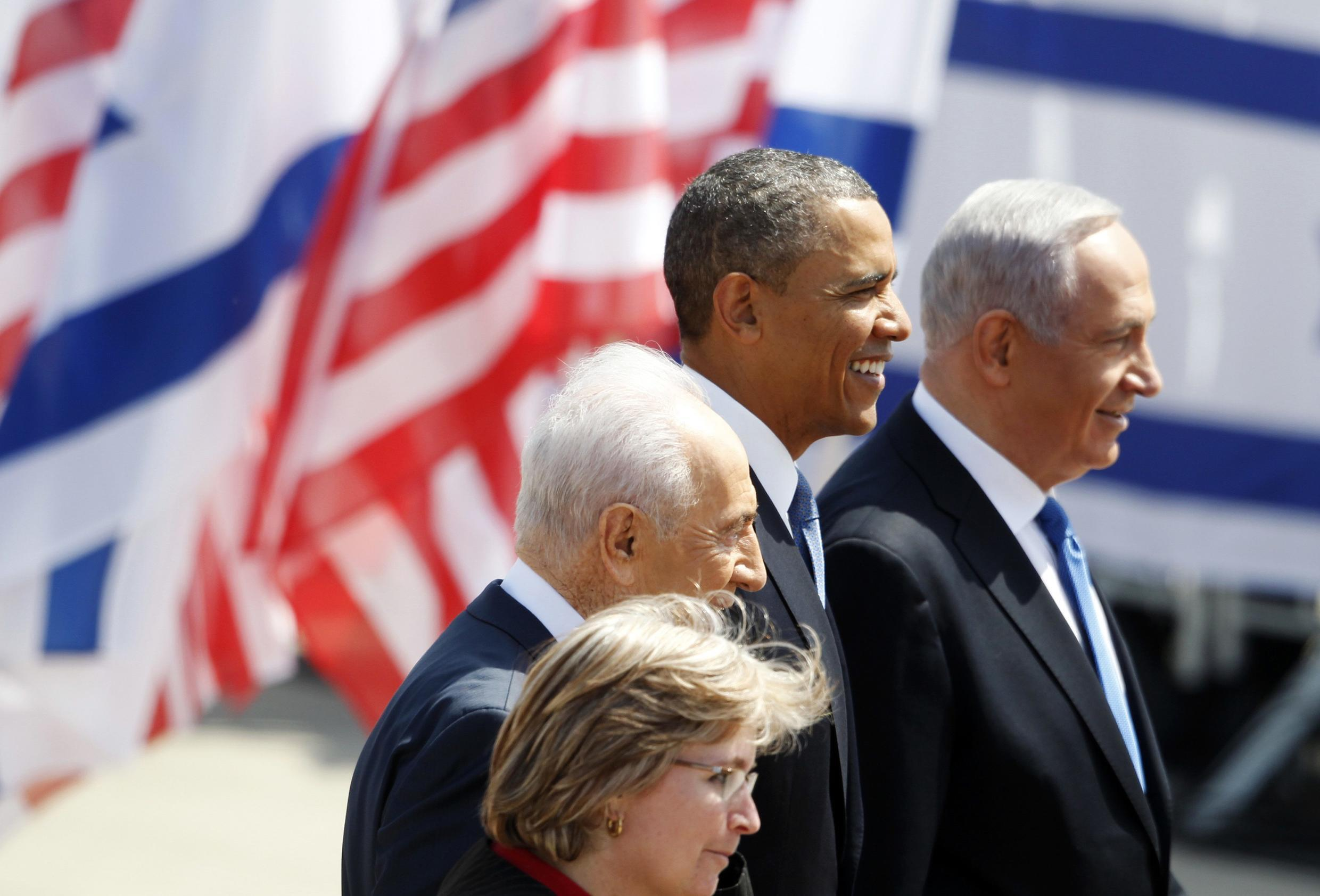 President Barack Obama (C) stands with Israel's President Shimon Peres and Prime Minister Benjamin Netanyahu (R)