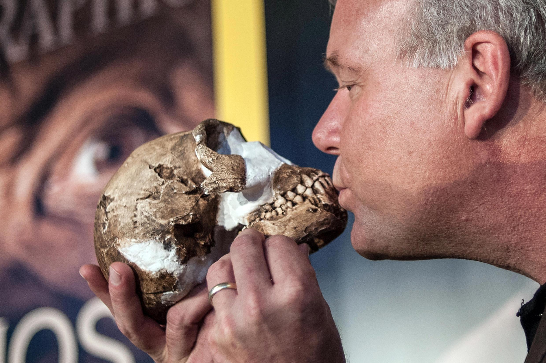 El profesor Lee Berger, paleontólogo que encabezó  la exploración que llevó al descubrimiento del Homo naledi en Sudáfrica.