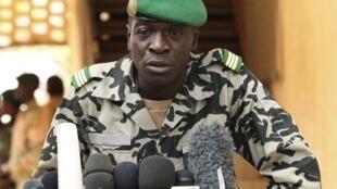 Jagoran Juyin mulkin kasar Mali, Kaftin  Amadou Sanogo a Lokacin da yake ganawa da manema Labarai.