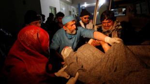 دیشب در در منزل والی قندهار، در اثر انفجار یک بمب، یازده نفر کشته شدند.